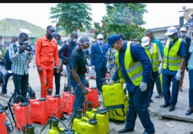 Ministre de l'Environnement et Développement Durable, Son Excellence Maître Claude NYAMUGABO BAZIBUHE lance l'opération d'assainissement de tous les bâtiments et espaces publics.