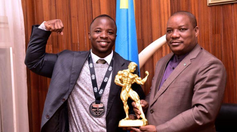 La sensibilisation du Programme Reboisement Jardins scolaires pour 1 milliard d'arbres à l'Horizon 2023 trouve comme preneur un champion du monde congolais de BodyBuilding.