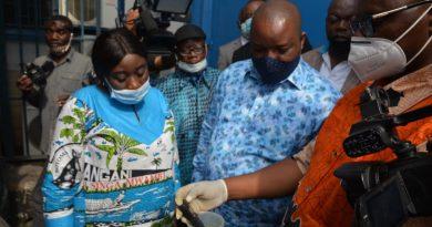 Évaluation de l'impact des activités industrielles sur l'environnement Claude NYAMUGABO place les usines pharmaceutiques sur sa ligne de mire