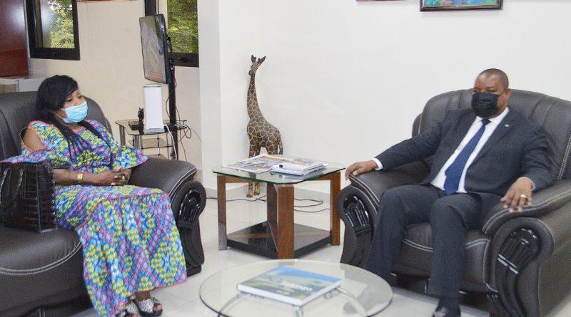 Environnement et Développement Durable Me Claude NYAMUGABO verdit Mbilia Bel du Titre d'Ambassadrice du Programmejardins scolaires, 1 milliard d'arbres à l'horizon 2023