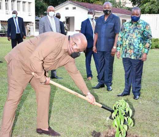 Le Chef de l'Etat, Félix-Antoine TSHISEKEDI TSHILOMBO, à planté un arbre sur le site de l'UA, à l'occasion de la journée nationale de l'arbre.