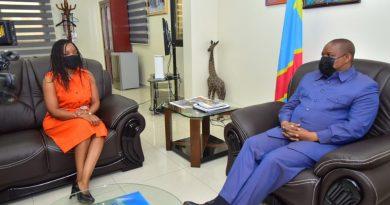Echange des vœux entre : Maître Claude NYAMUGABO et Mme Sandrine MUBENGA.