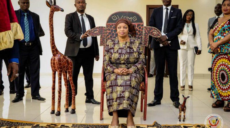 Environnement et Développement Durable Eve Bazaiba reçoit le pourvoir des Chefs Coutumiers pour opérer sur le sol congolais.
