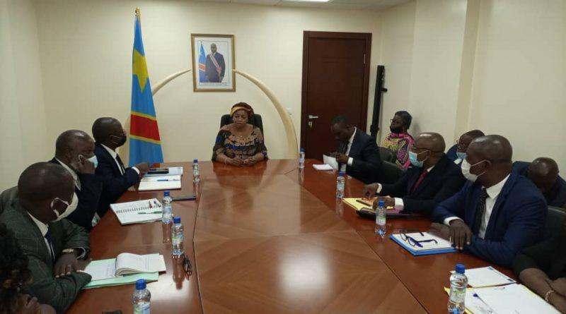 Premier contact entre Son Excellence Madame Le Vice-Premier Ministre et Ministre de l'Environnement et Développement Durable (VPM-EDD), Eve BAZAIBA MASUDI avec les différents responsables des structures du SG-EDD