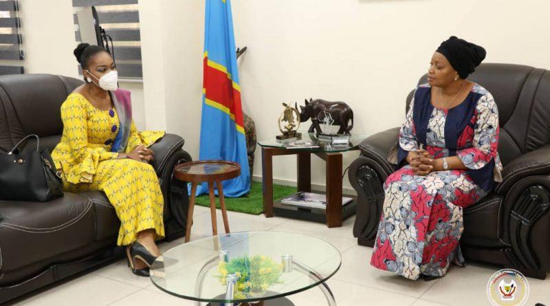 Innovations en faveur du développement durable Eve Bazaiba et Néfertiti Tshibanda ont échangé sur la mise en œuvre du projet financé par l'OIF 4