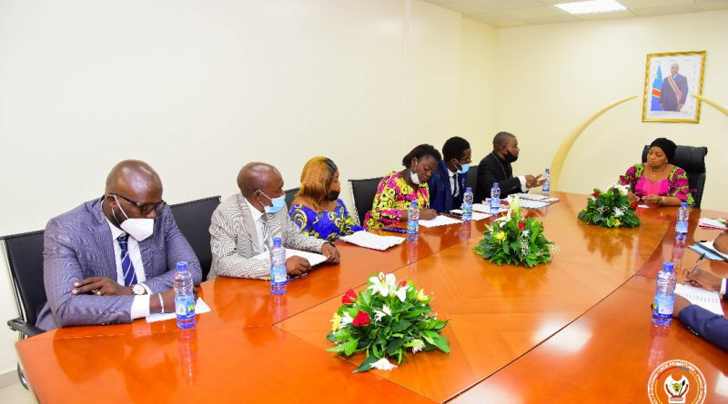Environnement et Développement Durable Les problèmes du Personnel de l'Administration soumis à la VPM Eve Bazaiba.