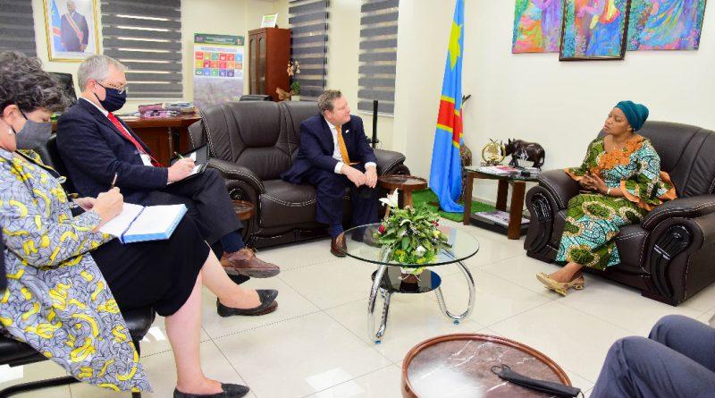 Les questions de la coopération dans les secteurs de développement de la Rdc, ont été au centre des échanges entre la VPM-EDD, Eve BAZAIBA et Mike HAMMER, Ambassadeur des USA en poste à Kinshasa ce jeudi 19 août 2021.